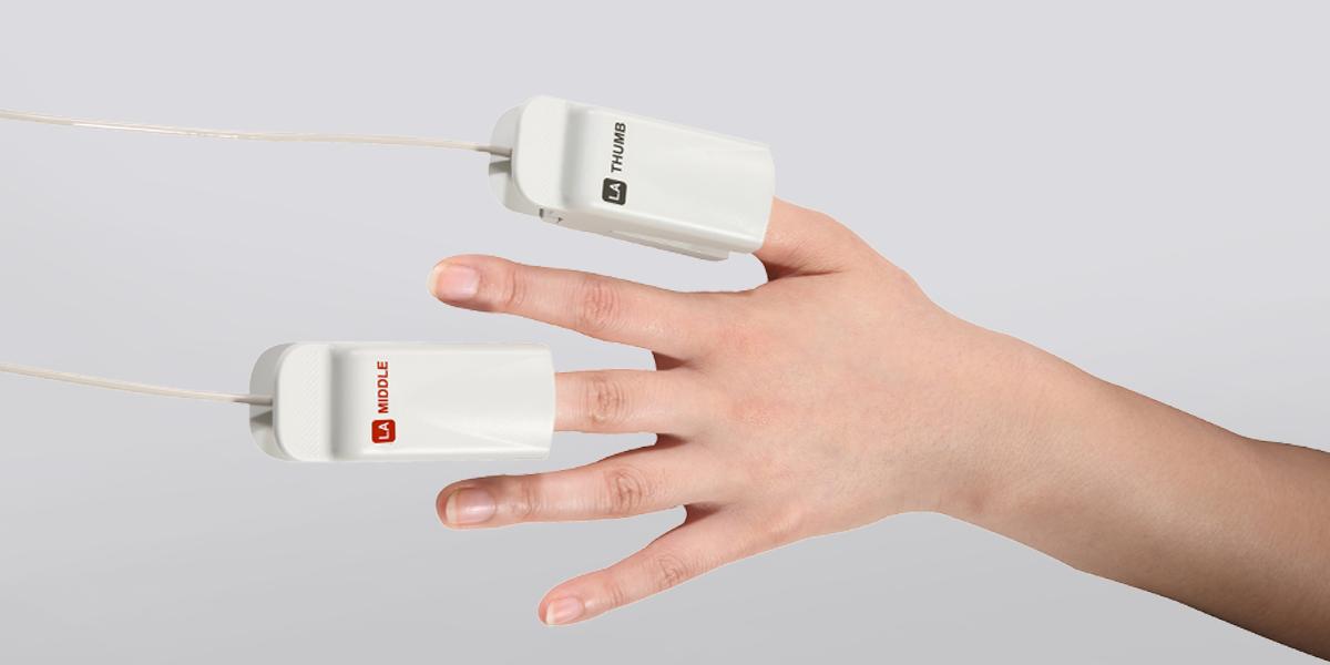InBody S10 clip electrode on fingers